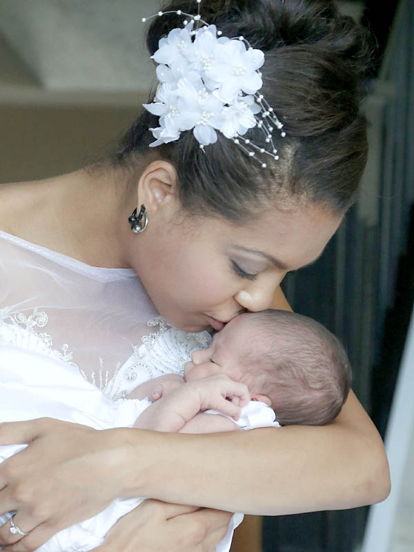 bride and baby Kitchener wedding